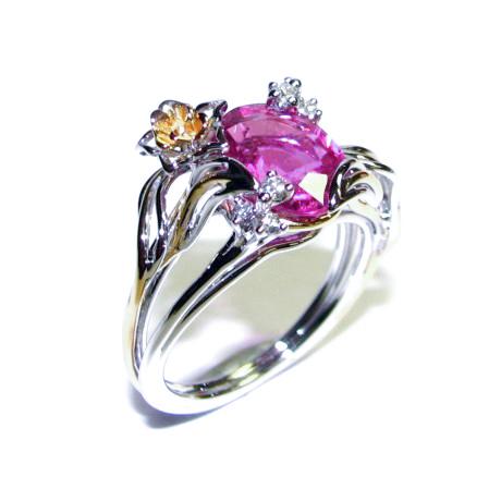 Des tons colorés illumineront votre tenue | Photo : Bague en tourmaline et diamants Bianchi