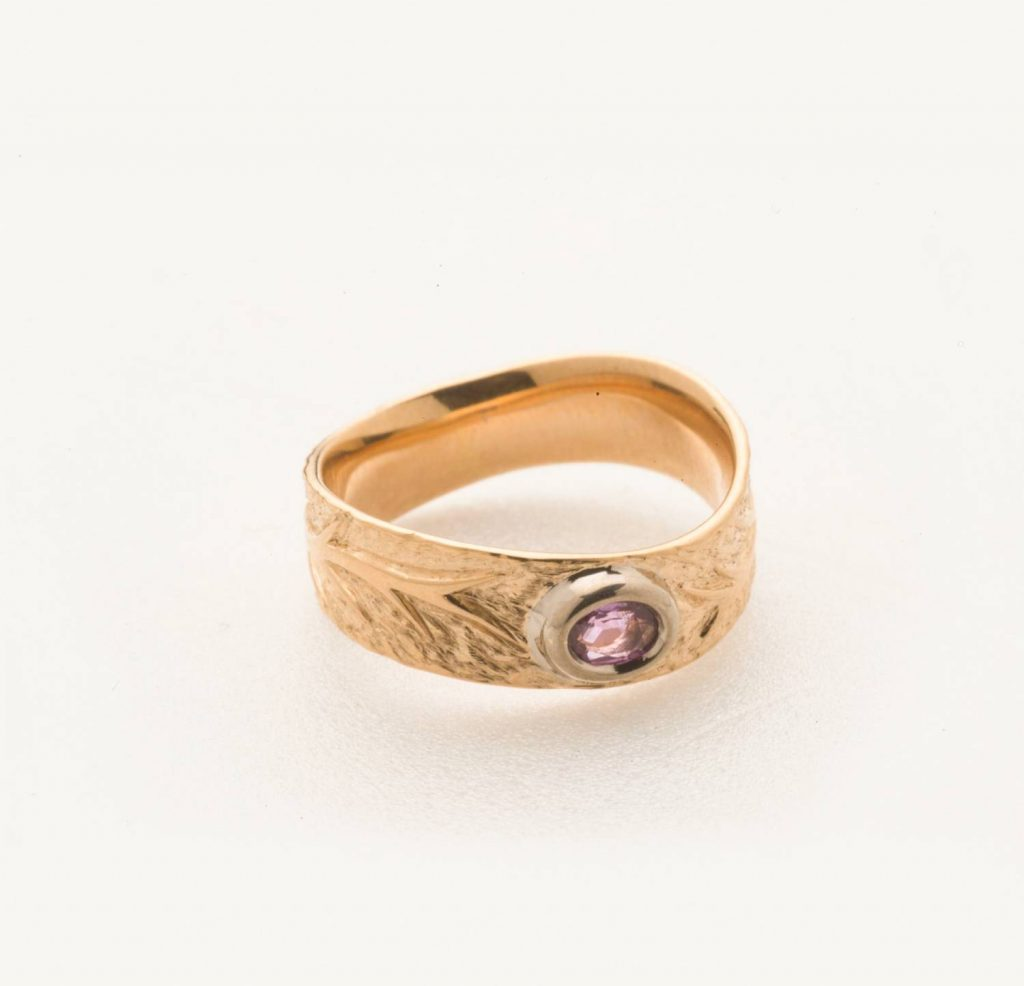 Bague or rouge arborescence