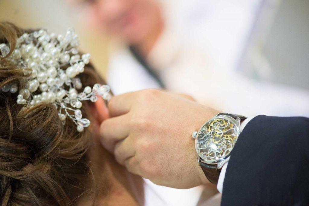 Les bijoux en perles sont à réserver aux grandes occasions | Photo : Collection Mariage Bianchi