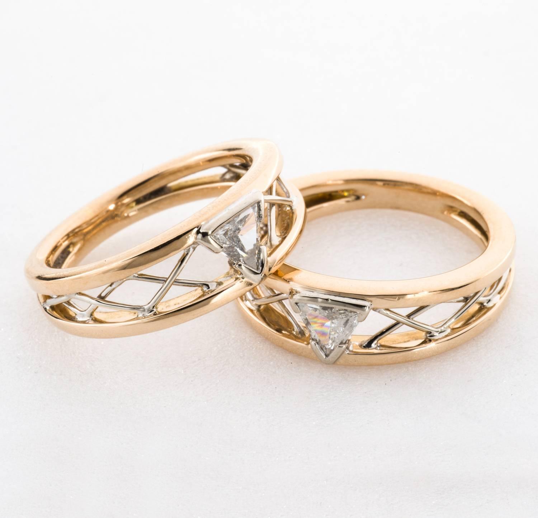 Assortir ses bijoux selon leur composition est un exercice parfois délicat | Photo : Alliances sur mesure Maison Bianchi, en or rose et blanc