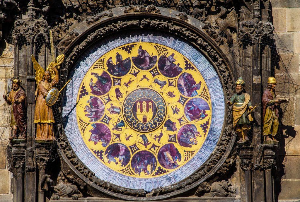 La riche complexité des horloges astronomiques