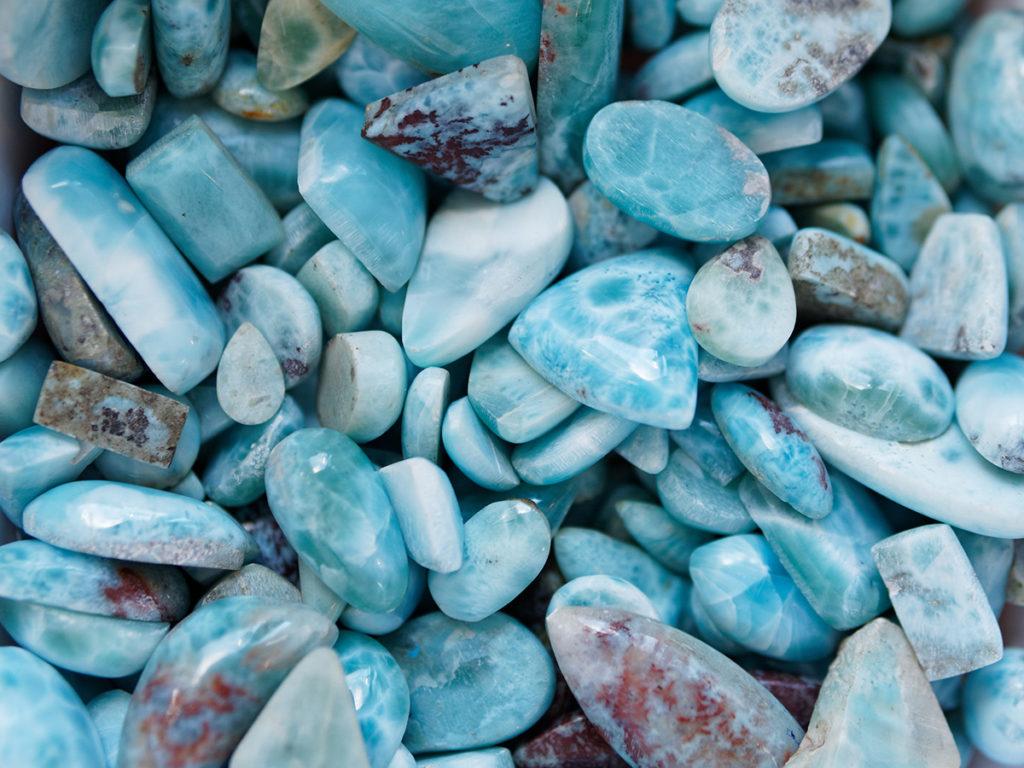 Le larimar, une pierre volcanique bleue très rare