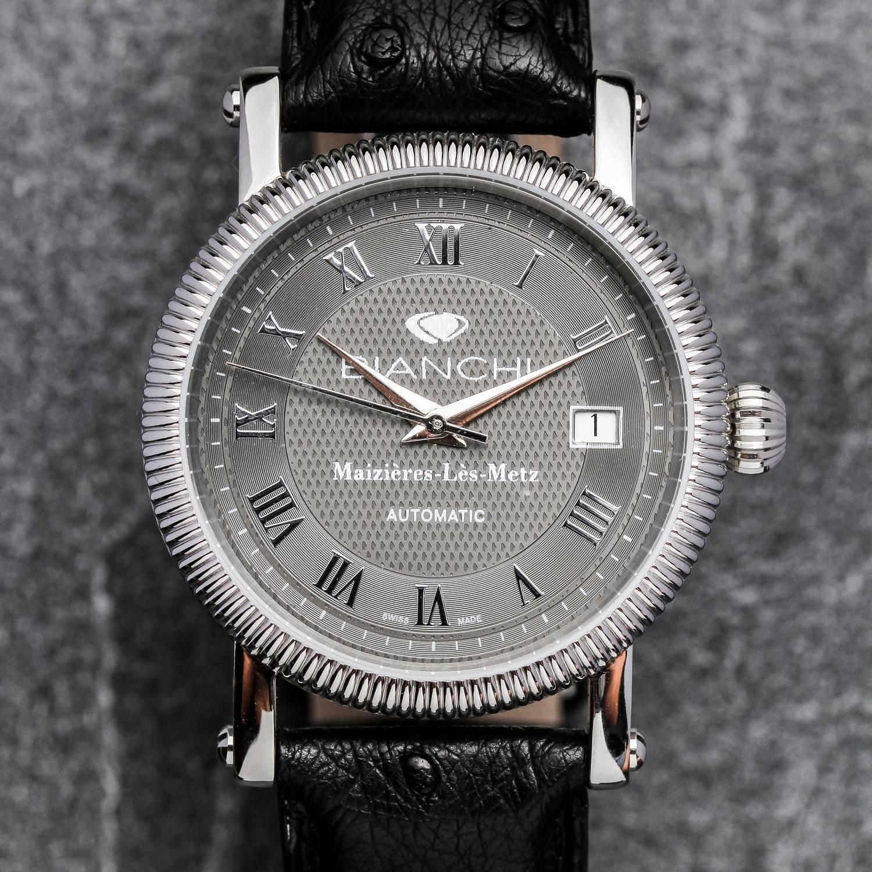 Une montre seule peut tout changer à un look | Photo : Montre dame automatique Bianchi