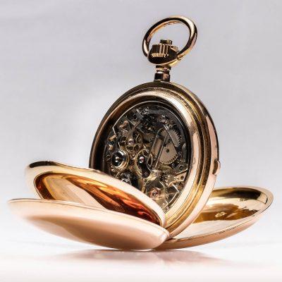 Montre à gousset mécanique de médecin, munie de son chronomètre et de sa répétition sonnerie. Pièce entièrement restaurée par nos soins en ateliers.
