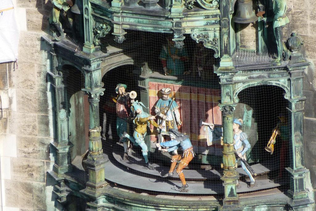 La singulière horloge Rathaus-Glockenspiel de Munich