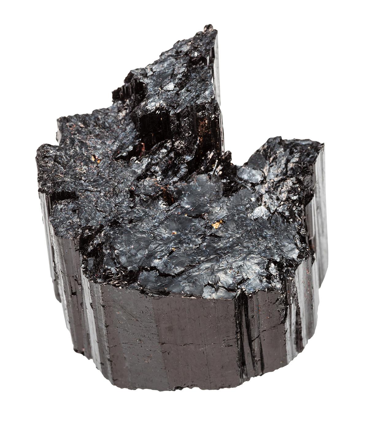 La tourmaline noire est celle qui possède le plus de propriétés dites piézoélectriques ou pyroélectriques